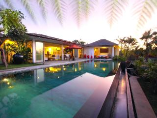 '50% OFF' 3 BDRM AMERTHA VILLA, DREAMLAND