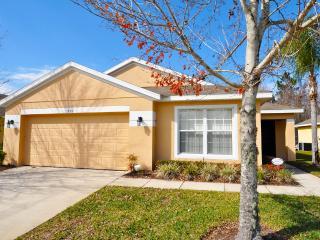 Sandy Ridge Beautiful 4 BR Pool Home-701, Orlando
