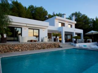 Immaculate 4 bedroom villa with sea views, Cala Tarida