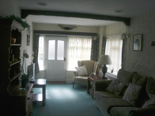 Quiet compfortable cottage in a village setting, Axmouth
