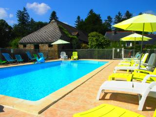 Manoir House with Heated Swimming Pool and Wi-Fi.
