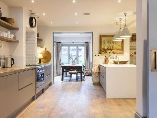 Stunning urban retreat house - sleeps 8-10 ., Brighton