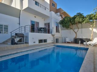 4-Bedroom Villa in St Julians - Paceville, Saint Julian's