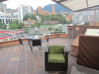 5 Bedroom PH and 2 bedroom below it ROOF DECK HOT TUB AC Can Party here.