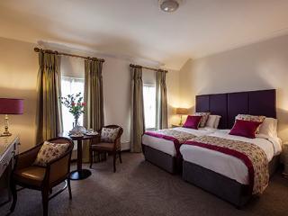 Twin Rooms, Cavan