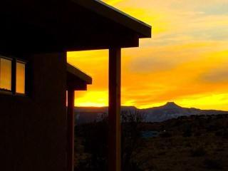 Brand New!  Casita de Azulejo - 360 views, Abiquiu
