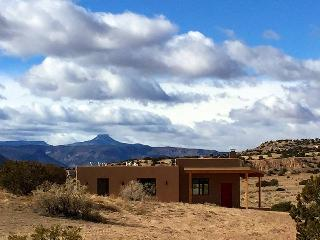 Brand New!  Casita de Azulejo - 360 views, Abiquiu