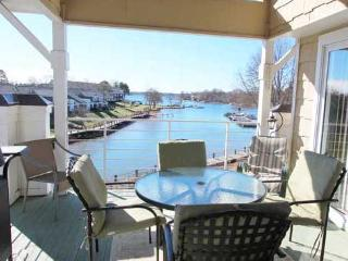 Big Lake View, Poolside, Free Boat Slip!, Lake Norman