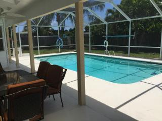Beautiful Merrit Island pool home near Cocoa Beach
