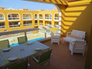 Modern 2 Bed Apartment Only 150m to the lagoons!
