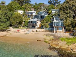 BUNDEENA BEACH VILLA - Contemporary Hotels, Bundeena