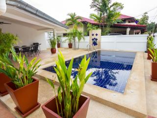 Na Jomtien 4 bedroom pool villa 300 Myers from the beach
