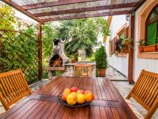 Pula - Holiday Home CASA SOLE-with heated pool