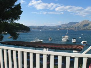 3 bedroom sea view apartment,10m from beach, Cavtat