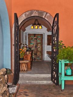 Entrance into hotelito