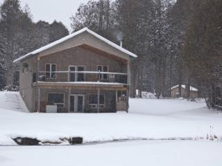 Cottage for rent! ATV/snowmobile friendly, Owen Sound