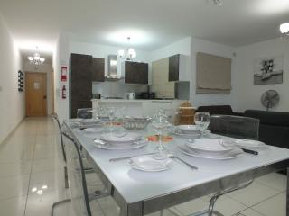 Layout consists in large fully functional kitchen/, San Pawl il-Baħar (St. Paul's Bay)