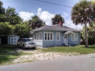 Beach house 1 block from beach and Flagler Ave, New Smyrna Beach