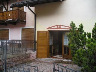 Canazei - bell'appartamento in struttura signorile, comodo, wifi, box auto
