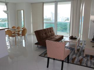 Deluxe 2BR  Furnished Condo and Great View, Miami