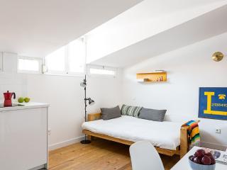 Studio Apartment @ Cortes Letras, Madrid
