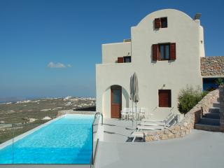 Christiana Villa (Sea View), Pyrgos