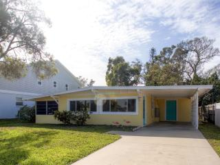 Nice & Quiet 2BR Englewood Home on Manasota Key w/Lovely Backyard, Outdoor Shower & 2 Bikes Provided - Just a 3-Minute Walk from 2 Beautiful Beaches & Near Local Restaurants!