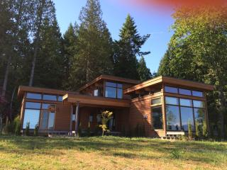 Halcyon Hill Vacation Home, Gibsons