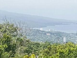 Two bedroom in the hills stunning view of coast, Tower Isle