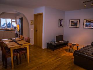 Cozy apartment with sea view - Bakki Hostel & Apts
