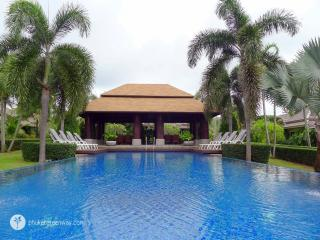 2-bedroom villa settled in a lush garden, Nai Harn