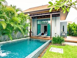 Cozy private pool villa with lush garden, Nai Harn