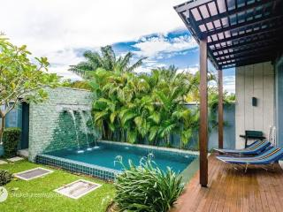 Cozy private pool villa on Naiharn with lush garden