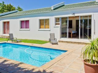 Summer Beach Holiday House mit  Pool / Cape Town Kapstadt Bloubergstrand