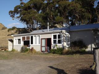 Kawakawa Station Farm Cottage, self-catering, Featherston