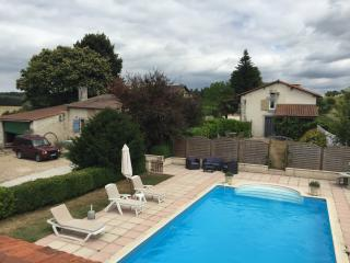 Beautiful 4 bed farmhouse nr Brantome with Heated Pool. 20% discount availabl