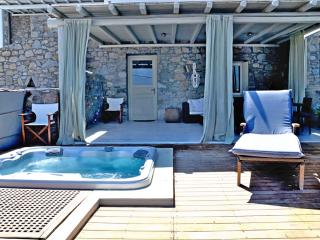 Relax in the Jacuzzi & pool, gazing Mykonos town!, Ornos