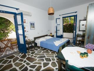 ANGIE'S 1 BEDROOM STUDIO FOR 2 GUESTS, PAROS