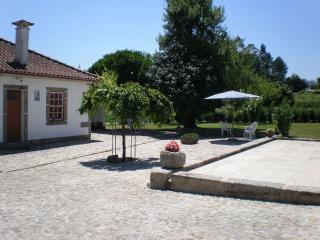 QUARTOS DO TANQUE-Two independent Rooms,and Kitchen-Traditional Fam House