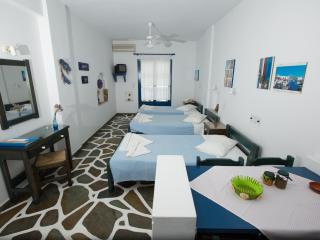 ANGIE'S 1 BEDROOM STUDIO FOR 3 GUESTS, PAROS, Parikia