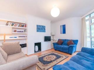 Fantastic 2 Bedroom West London Apartment