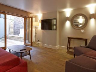 Spacious 3 bedroom apartment - Covent Garden (LGA)