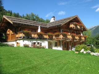 Chalet Edelweiss, 12 pax, closed to the slopes of Brevent, Chamonix
