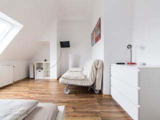 Top Location - Studio Apartment Red