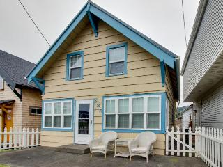 Peaceful, cozy home in the heart of Rockaway Beach!