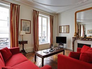 Elegant Three Bedrooms Beaux Arts Saint Germain