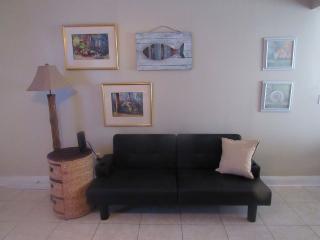 Cozy Studio Across From Beach, Biloxi