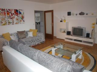 Modern Lake & Mountain View 2 Bedroom Apartment, St. Gilgen