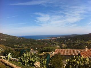 Piccola villa indipendente sul Golfo di Marinella
