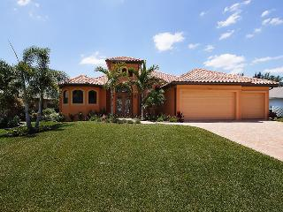 Luxury 4/3 Pool and Spa Gulf Access Home, Cape Coral